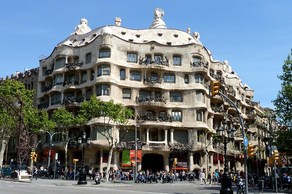 Weird Architecture: La Perdrera Casa Mila