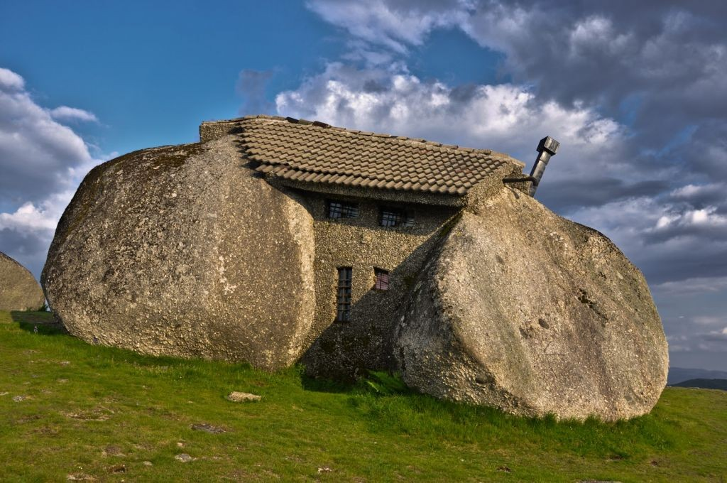 Weird Architecture: Stone House Guimaraes, Portugal